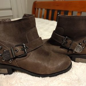 Vince Camuto gray Windetta boot